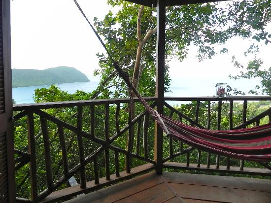 Manicou River Resort: deck over douglas bay