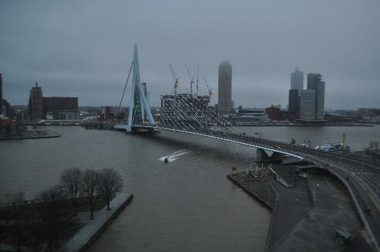 Inntel Hotels Rotterdam Centre: View from room on a winter afternoon