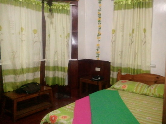 Sagada Grandmas Yellow House and Cafe : One of the rooms. Can accommodate 2 people