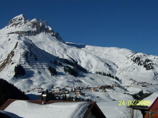 Berggasthaus Alpenrose: View from the hotel to Warth and Oberlech