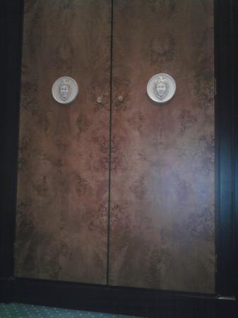 Sofitel Rome Villa Borghese : l'armoir d'entrer