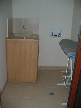 Estelar Apartamentos Medellin: separate room with ironing board next to the kitchen