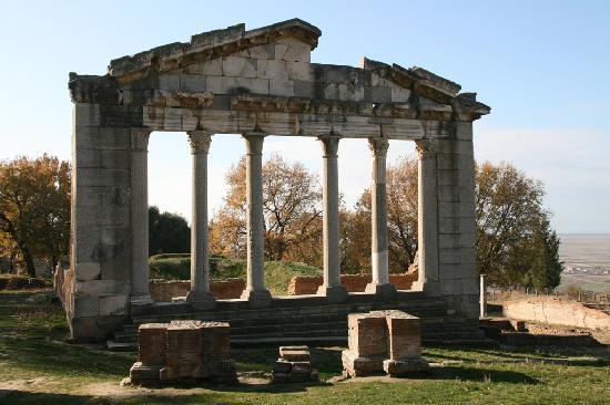 Fier, Albania: Tempel
