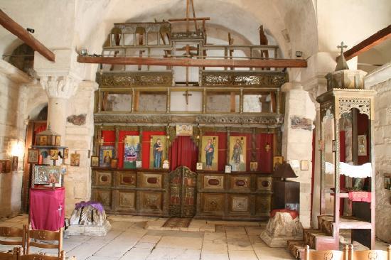 Apollonia: in der Kirche