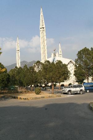 Faisal Mosque: Exterior view
