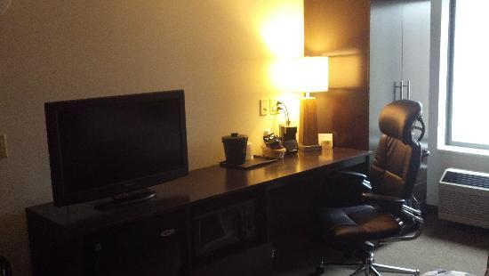 Sleep Inn & Suites of Lake George: Standard room desk area