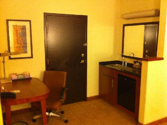 Hyatt Place Atlanta Airport - South: Adjoining Room Door