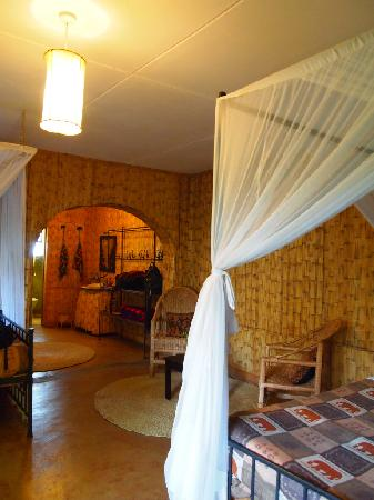The Octagon Safari Lodge : Room, with 3 beds