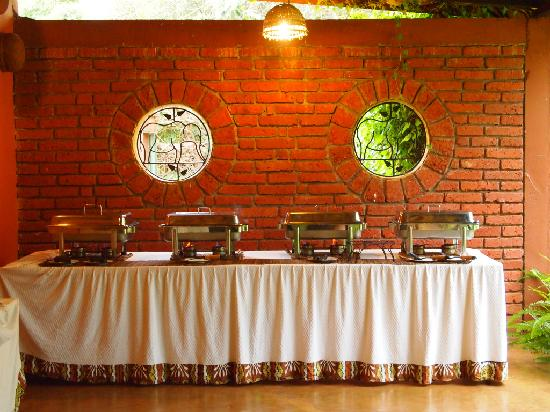 The Octagon Safari Lodge : buffet