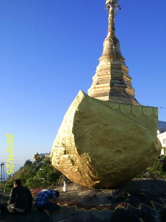 Kyaiktiyo Pagoda: Das Boot vom Golden Rock