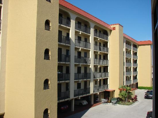 Seaside An All-Suite Resort : Front of the building