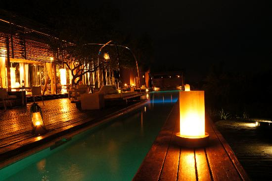 Singita Lebombo Lodge: pool at night