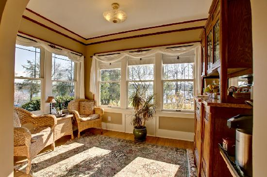 Greenlake Guest House: Enjoy the view from our sun room