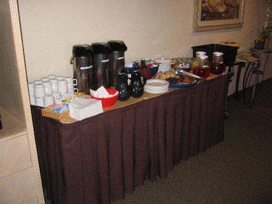 La Quinta Inn & Suites Garden City: breakfast in the room
