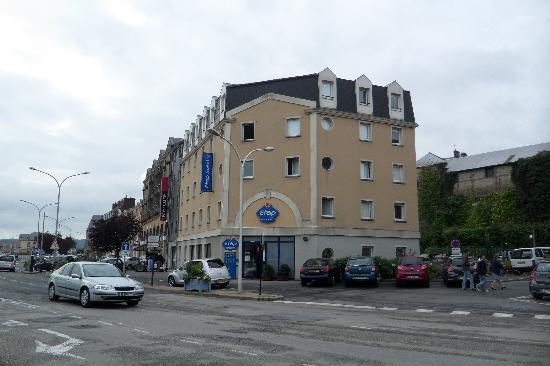 Ibis Budget Honfleur: L'hotel e posteggio (a pagamento)