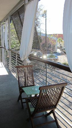 City Loft Hotel: Tables in the open-air walkways in case you are a smoker.
