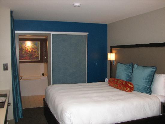 City Loft Hotel: Room 210