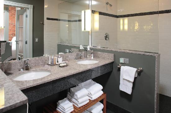 لانكاستر أرتس هوتل: Bathroom