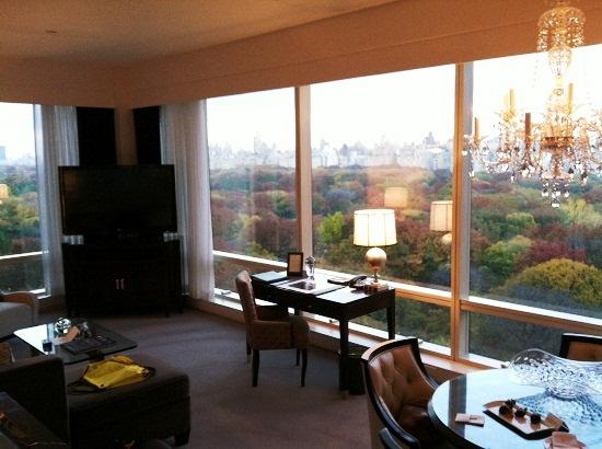 Trump International Hotel and Tower New York: Suite living/dining room