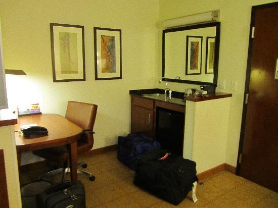 حياة بليس ناشفيل إيربورت: desk area