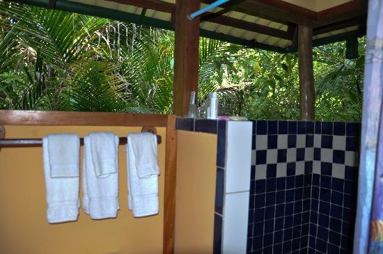 Casa Cayuco: Open air bathroom