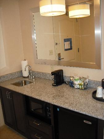 Hampton Inn & Suites Exeter: Kitchen Area / Room 333
