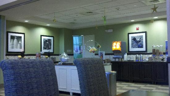 Hampton Inn & Suites Exeter: Breakfast
