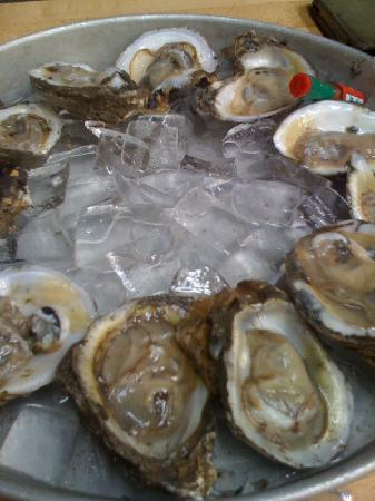 A W Shucks Seafood Restaurant & Oyster Bar: Oysters on the half shell