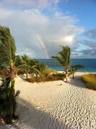 ‪‪Aquamarine Beach Houses‬: Rainbow over Grace Bay (from Villa)‬