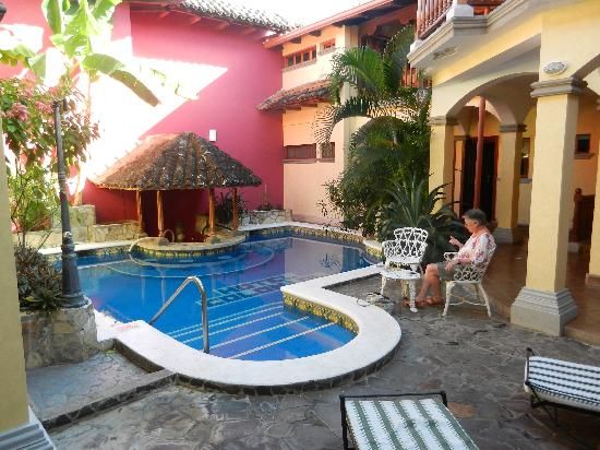 Hotel Colonial: The pool in front of our room