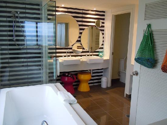Qt Gold Coast Bathroom King Suite