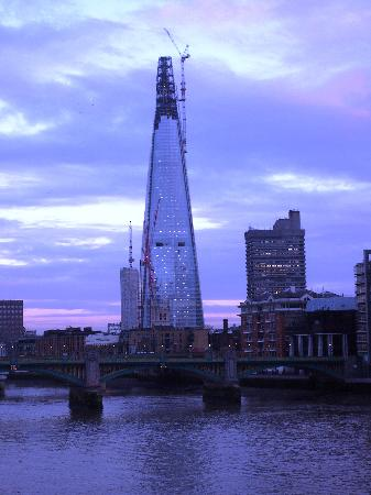 Millennium Bridge : The Shard skyscraper