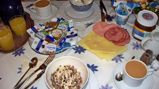 Hotel Pension Am Siegestor: A typical breakfast