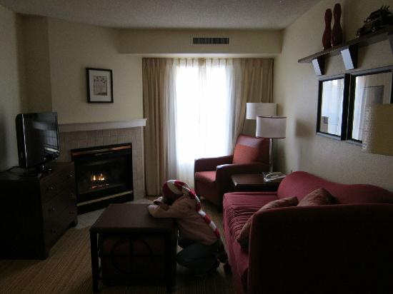 Residence Inn Portland Scarborough: Livingroom upon entering 2-bedroom, 2-bath Room