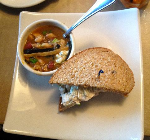 Puleo's Grille: soup and sandwich