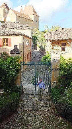 Le Prieure du Chateau de Biron : Gated entry