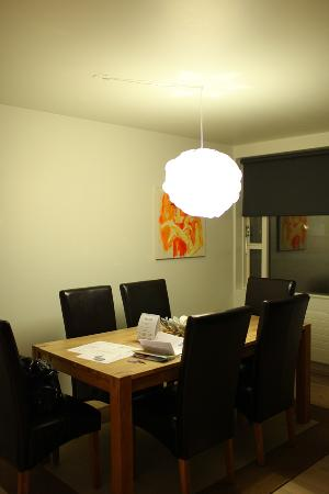 Embassy Luxury Apartments: dining area