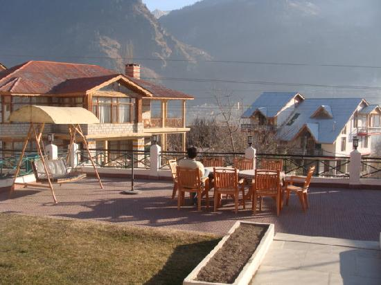The Holiday Resorts Cottages & Spa: LAWN