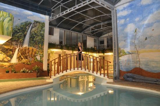 Hotel Casa Blanca: PISCINA GALERÍA NOCHE