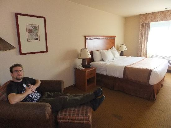 La Quinta Inn & Suites Vancouver: spacious sleeping room with kingsize bed