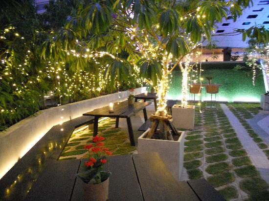 LiT BANGKOK Hotel: On the terrace
