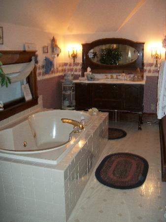 Franklin Street Inn Bed and Breakfast: The Franklin Suite Bathroom