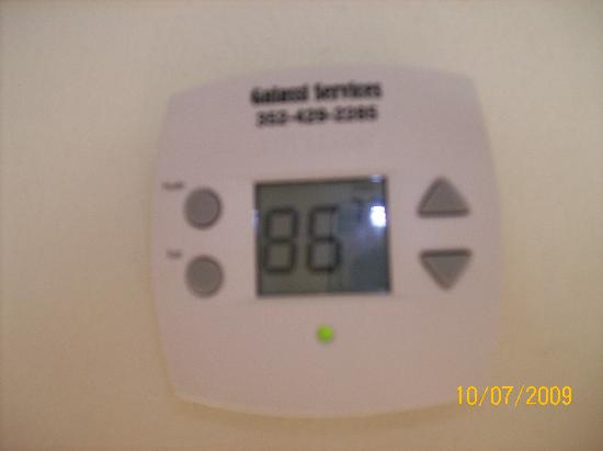 Vistapark Resort : House temperature. Couldn't cool off like this!!