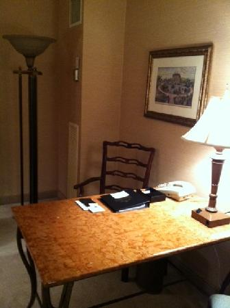 The Saint Paul Hotel: Desk