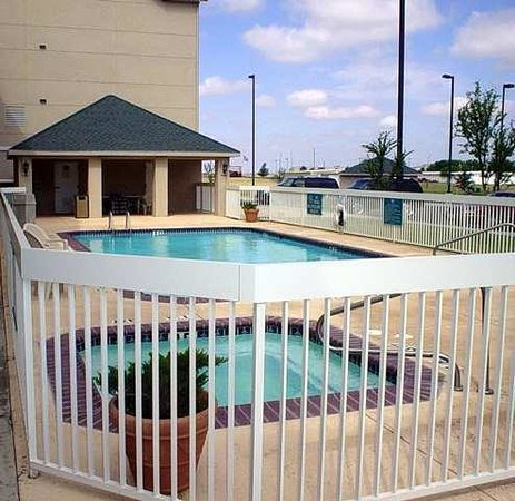 Homewood Suites by Hilton Lubbock: Outdoor Pool