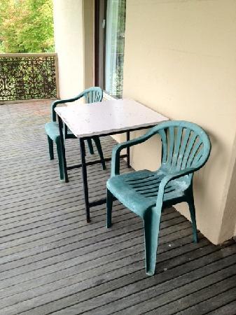 Mount Victoria Manor: Verandah furniture