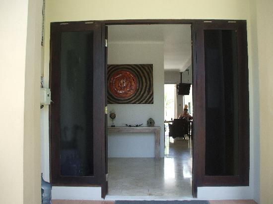 ‪‪Kuta Regency Villa (B10)‬: looking inside from front door‬