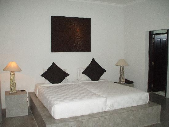 Kuta Regency Villa (B10): massive main b/r - we took the twin mattress out of other room to make a king bed