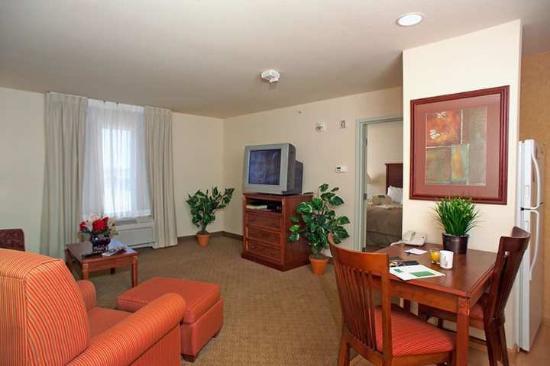 Homewood Suites by Hilton Fargo: Suite