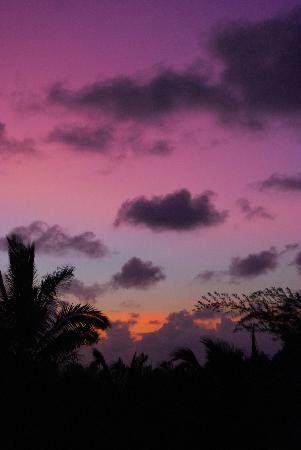 Maui Ocean Breezes: Sunset view from the front porch